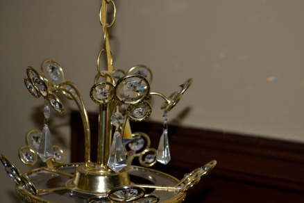 clean the main part of chandelier with furniture e-cloth